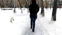Sexy ass in the winter in park