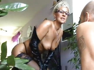 Men licking mature womans pussy - Mature lady gets rimmed by horny men