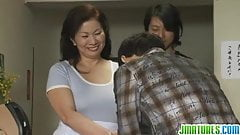 Mature Chizuru Knows How To Pl