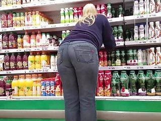 Fatty blonde's big round ass