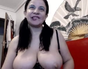 Bbw big tit playing with lights topless