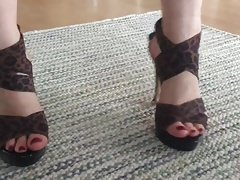 Walk in sexy high heels and red toe nails's Thumb