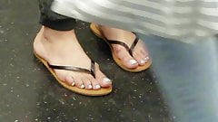 Hot chick candid feet in thong sandals