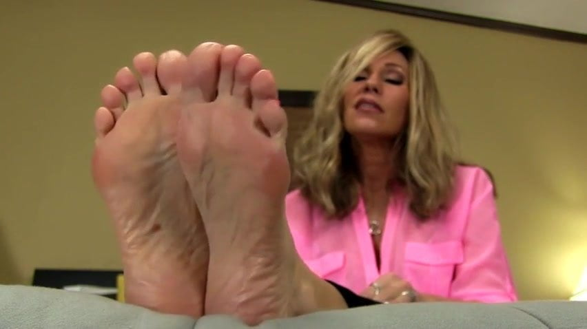 Mature nikki feet