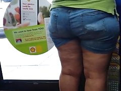 candid culona mature pawg tight shorts cellulite