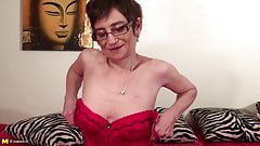 Old granny with fire in pussy hole