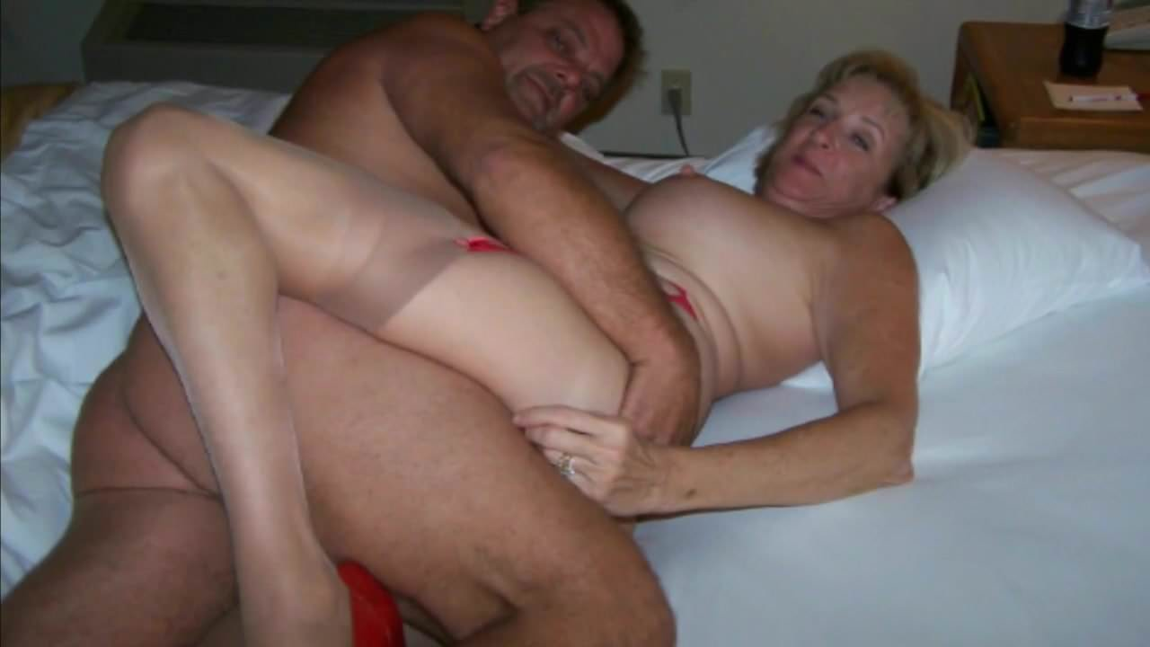 Girls accidently pic of happy mature couple having sex on bed
