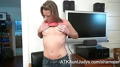 Alyssa Dutch fingers her snatch