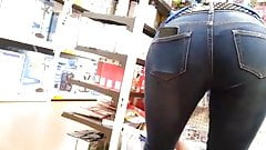 Sexy milf in tight jeans bending over for me
