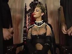Bonnie Rotten the queen gets fucked by two cocks