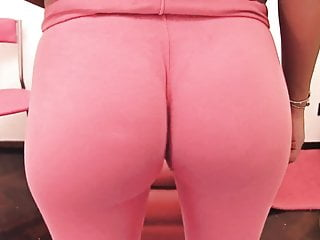 BIG ASS Latina Has Big Cameltoe Working Out In Yoga Pants!