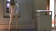 Flashing with no panties