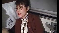 Sophia mature poilu sodomise dans le train