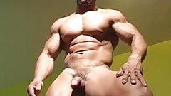 Str8 bodybuilder flexing nude