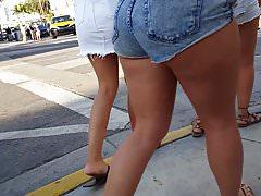 Candid voyeur 5 hot teens showing off their bodies
