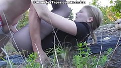Sexy amateur girlfriend losing off jeans for outdoor fuck