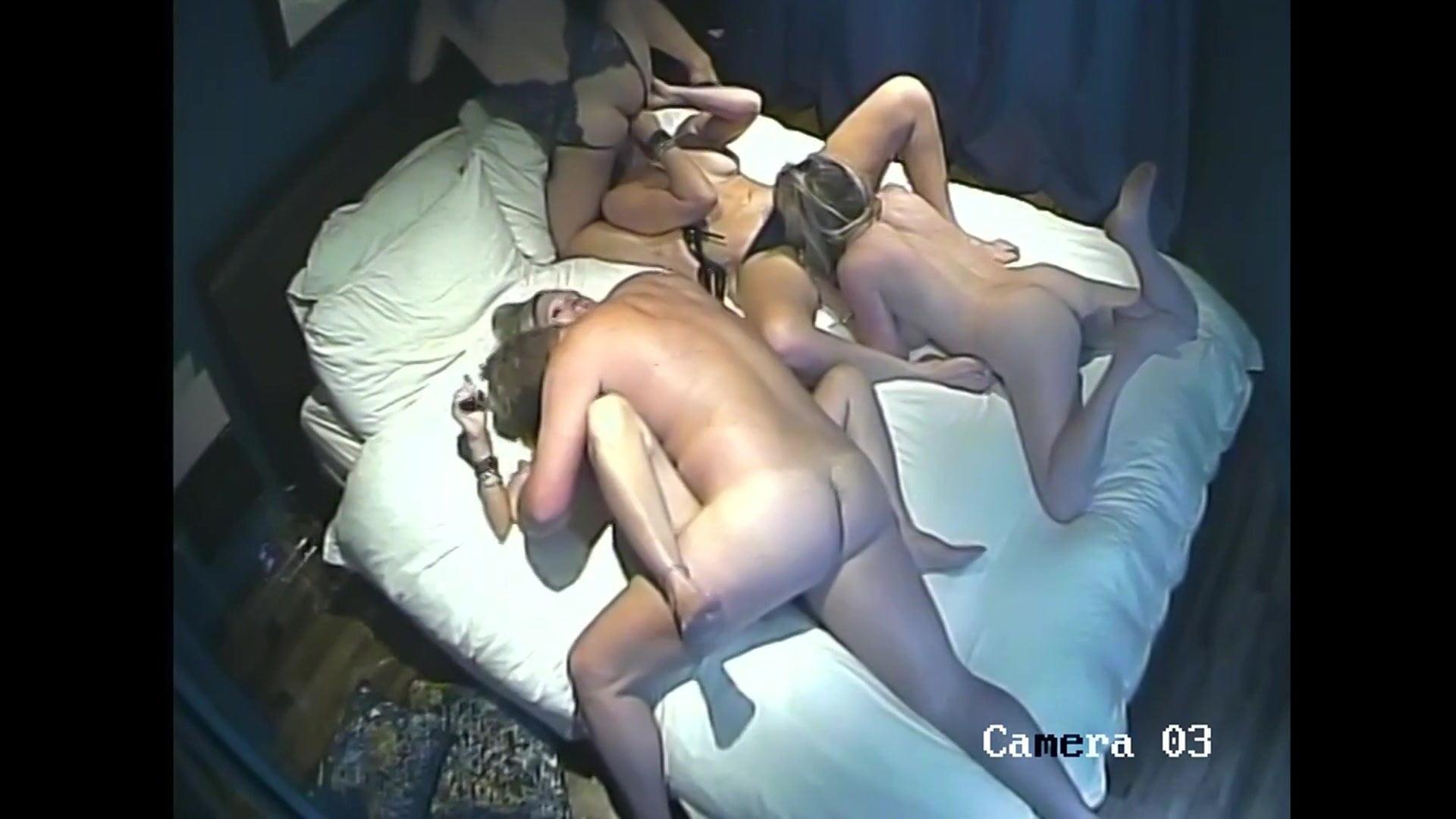 Энн смотреть порно скрытая камера оргия