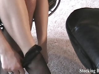 Want to watch me take off my panythose?