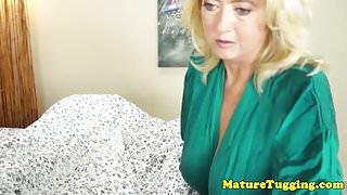 Bigtitted cougar milf Tahnee Taylor jerking