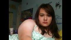 dicke Teen-Transe wichst sich und spritzt ab