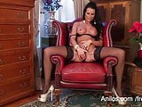 Gorgeous mom makes her pussy drip with cum