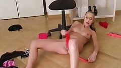 Shaved Pussy Babe Is A Dream Girl
