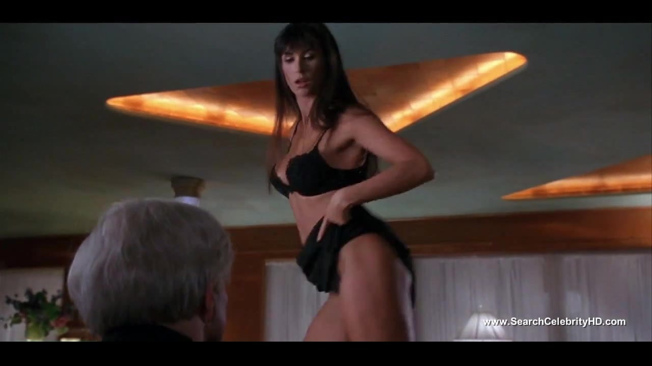 Demi Moore Striping To Nude Topless - Striptease - Hd-2583