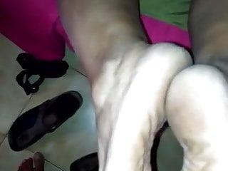 Mia suocera mi sega con i piedi (parte1)