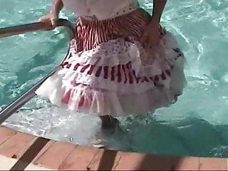 Download video bokep Sqaure Dance Petticoat Pron in the pool Mp4 terbaru
