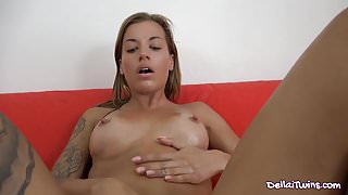 SILVIA MASTURBATES IN THE LIVING ROOM