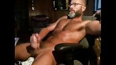 Masseur goes down and dirty with client