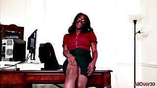 Busty Ebony MILF Brooke Carter on AllOver30