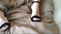 playin n cumin in sexy heels