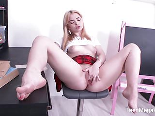 TeenMegaWorld - Beauty-Angels - Plump Blondie Plays Solo