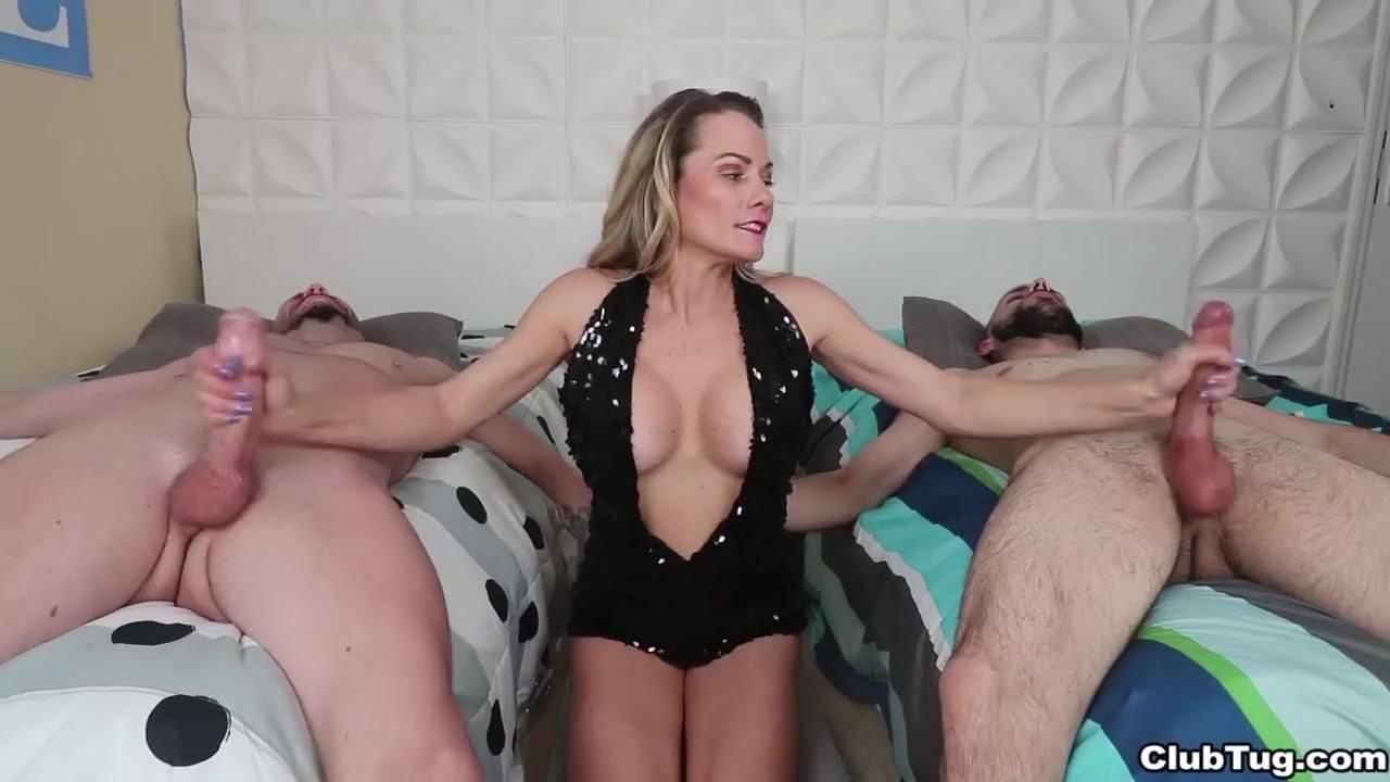 Порно фото зрелые бляди дрочат хуй