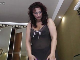 Amateur mom with big ass and hungry cunt