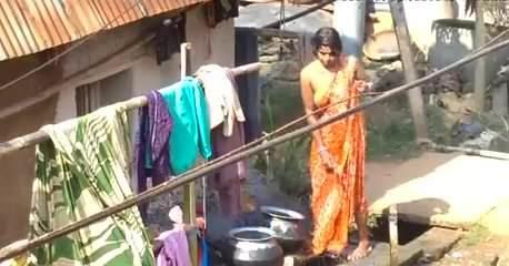 Bhabhi aunty hot bathing are mistaken
