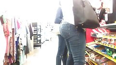 Thick ass lady at DG