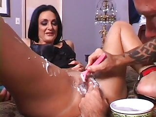 Shave the Cougar pussy before banging and creaming