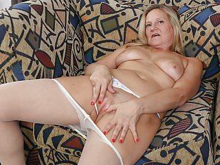 American milf Mary Wana dildos her fuckable pussy