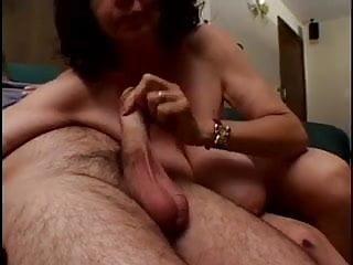 Download video bokep bbw granny strippes and sucks big cock Mp4 terbaru