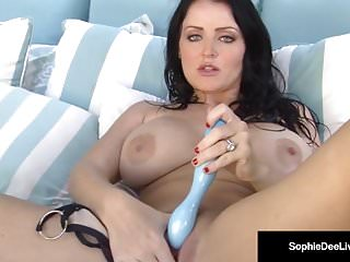 Brunette Babe Sophie Dee Stuffs Her Creamy Cunt With Dildo!