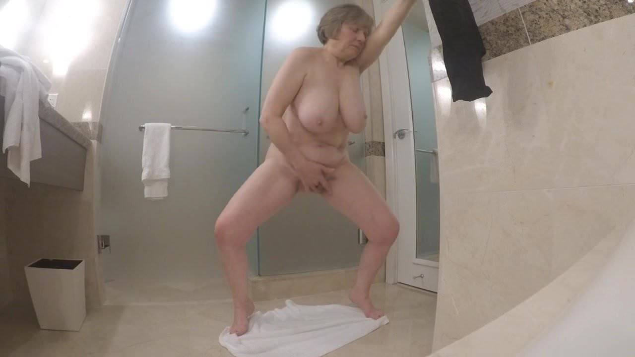 мастурбация пожилых дам скрытая камера - 4