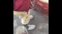 Grope lady fixing car (grope encoxada)