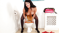 English milf Sassy takes care of her desires on toilet