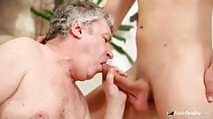 Older daddy sucks and gets fucked by young delivery man