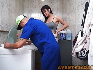 Tecnico levando no cu da travesti dotada