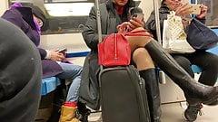 Мама стюардессы под юбкой в колготках