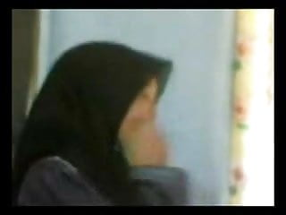 Download video bokep Awek Pakai Baju Dan Tudung Mp4 terbaru