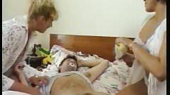 Deux infirmieres sur un mec